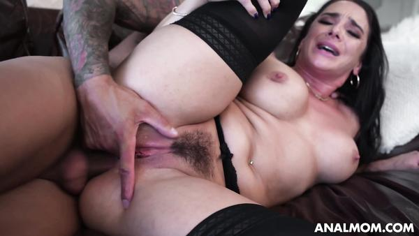 Big Booty Housewife Sheena Ryder Takes Cock In Her Fat Ass